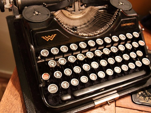 old typewriter, typewriter, antique keyboard, the way people used to access Word and the Series of Tubes before they existed